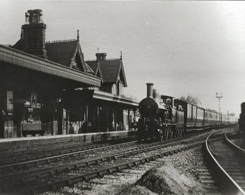 Image: picture of steam engine in station